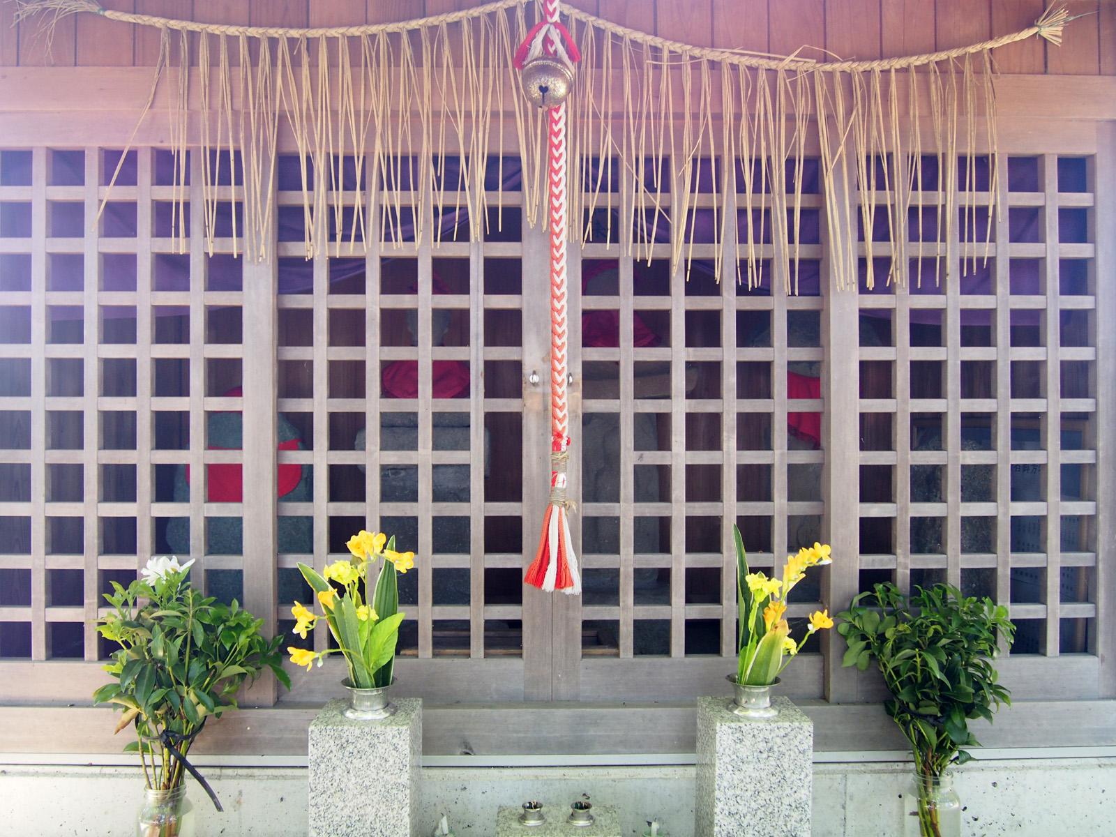 築地中地蔵尊祠堂