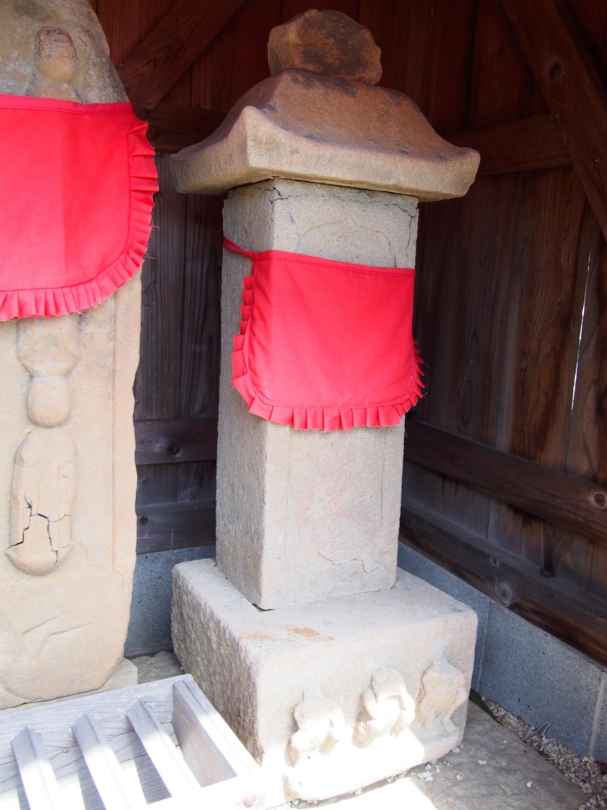 内瀬戸・延命寺の庚申塔の八兵衛碑