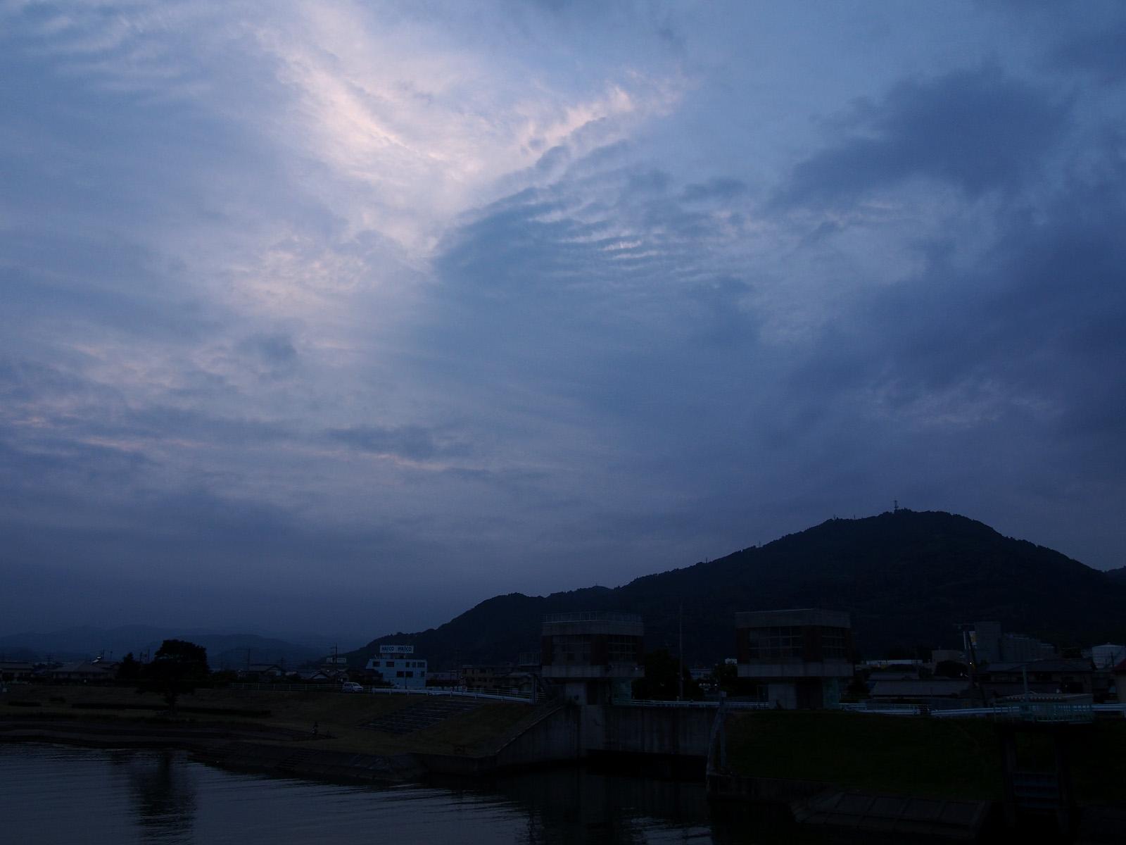 今日も曇り空
