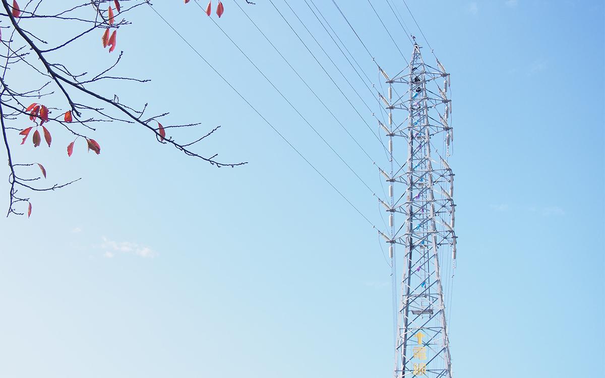 八楠の送電鉄塔