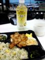 [弁当] 500円の生姜焼弁当とヘルシア「スパークリング!」