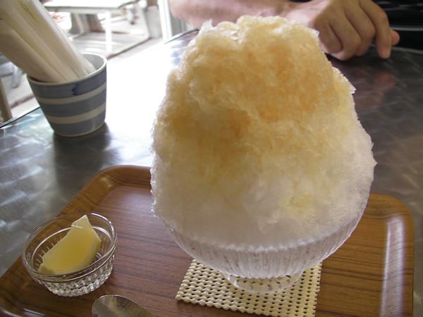 鵠沼海岸 埜庵(かき氷) 黒糖梅・檸檬 800円