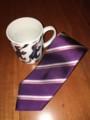 ネクタイとマグカップ