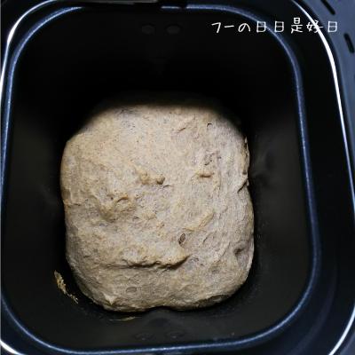 シロカのホームベーカリー(SHB-712)で焼きあがった全粒粉パン