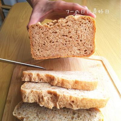サンクラフトのパン切りナイフ『せせらぎ』で全粒粉パンを切った断面