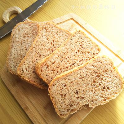 サンクラフトのパン切りナイフ『せせらぎ』で切った全粒粉パン