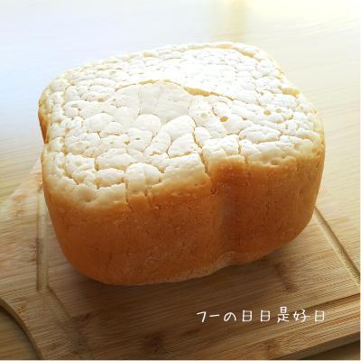 まな板の上にあるグルテンフリー米粉パン