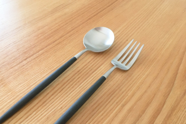 クチポールのデザートスプーンとデザートフォーク