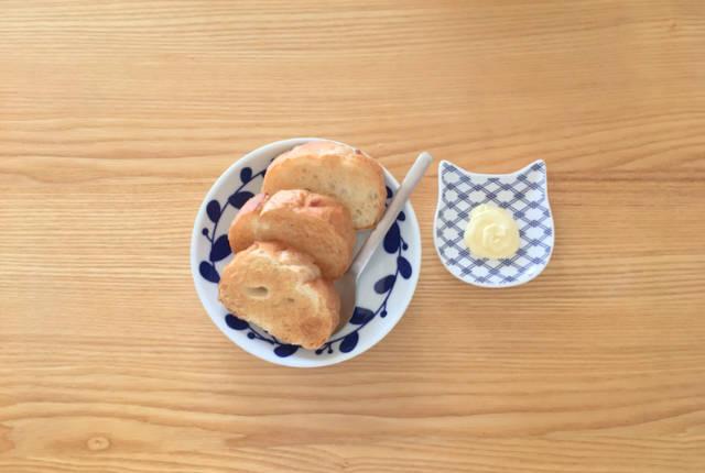 バゲットトーストとバター