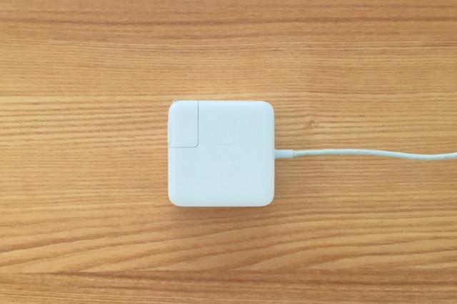 mac book airの電源ケーブル