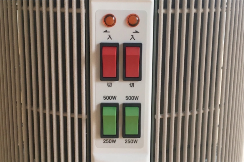 暖話室にはオンオフと加熱面の切り替えスイッチが4つ