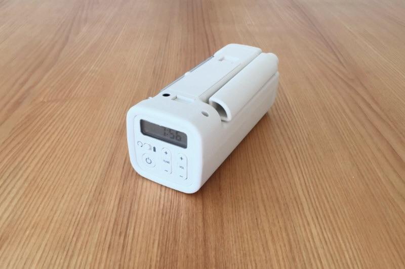 手回し発電、ラジオ、USBケーブルからの充電機能をそなえた無印良品のポータブルラジオ