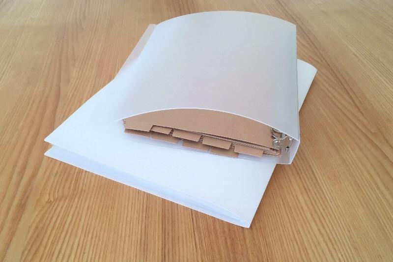 セリアの薄手ポケットファイルの厚みは無印良品リングファイルの5分の1以下