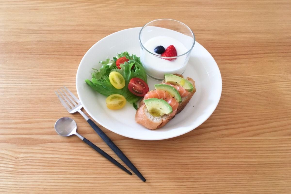 洋朝食は具材をカットするだけで食べられる、ミニマルでシンプルな成り立ち