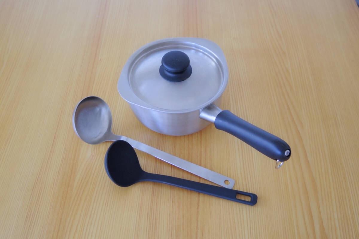 焦げ付いてもしっかり落とせるステンレス製の鍋。繊細なコーティングに気を使う必要なし