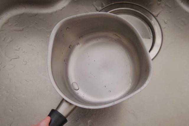 艶とシルバーのヘアラインを取り戻した柳宗理のステンレスミルクパン