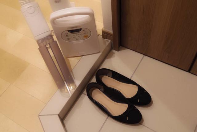 雨に濡れた靴も乾かせる専用ノズルがついた布団乾燥機カラリエ