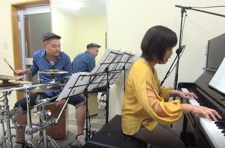 ピアノレッスン教室 神戸・灘区 虹 弾き語り