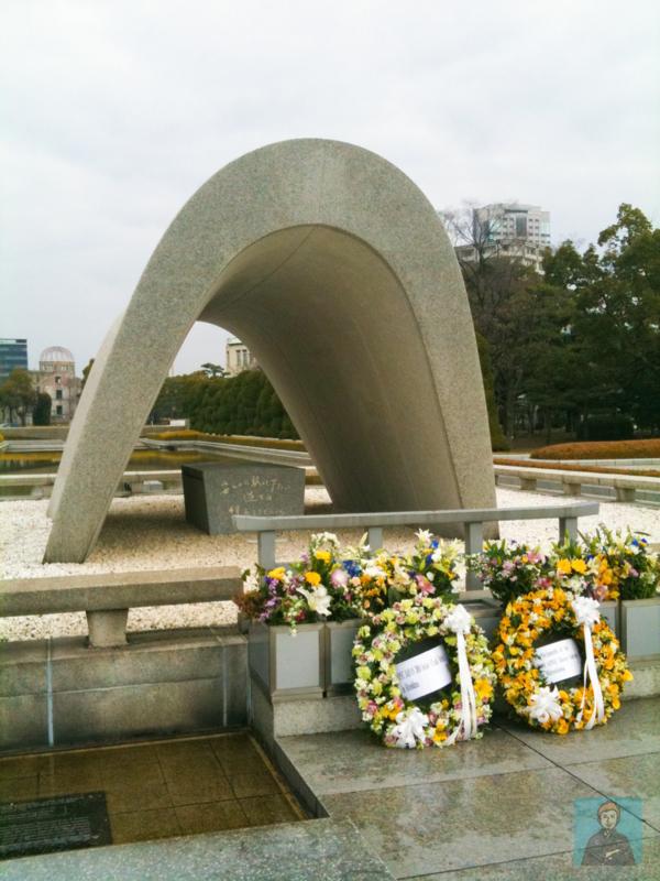 広島原爆ドーム-100