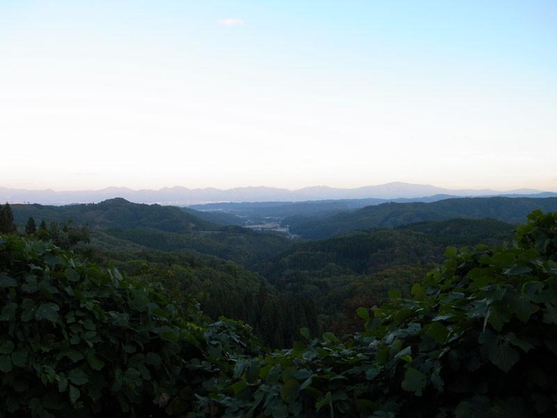 峠付近から見る左沢・寒河江方面の図