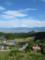 礫石展望台から上平集落越しに山形市街地を見るの図