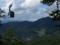 林道から見るロープウェイと瀧山の図