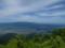 山頂広場前から見る葉山・月山の図