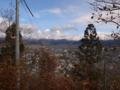 山頂から神町駐屯地方面を眺めるの図