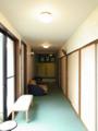 大広間に至る廊下と爽カラー暖簾