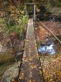 至るところにある吊り橋