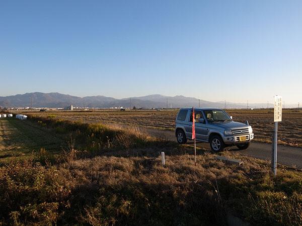 農道の脇・周りが田んぼだらけのところです