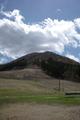 白鷹スキー場から白鷹山を見上げるの図