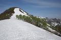 小僧森の稜線はまだ雪だらけ