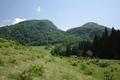 登山口にそびえたつ二ツ森