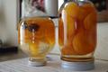 杏のシロップ漬け冷却中