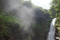 水煙を上げる秋保大滝