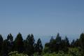 山頂から見る粟島と佐渡島の図