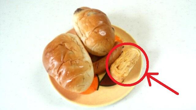 朝食 パン ソーセージ 玉子焼き