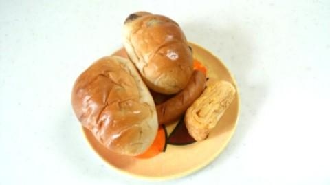 朝食メニュー パン 玉子焼き