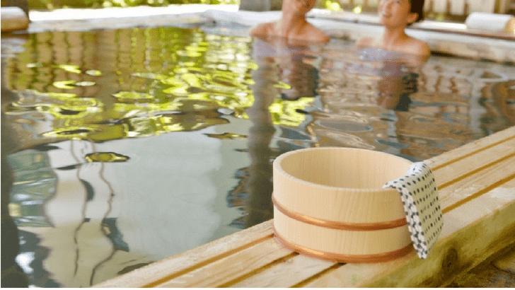 カップル 温泉 露天風呂