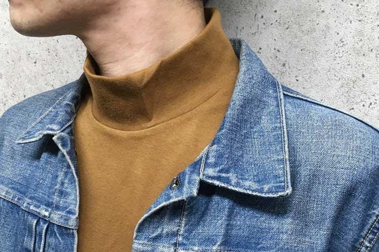 デニムジャケットのインナーにモックネックを着ました