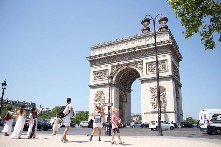 ハイヒールが生まれたパリの凱旋門
