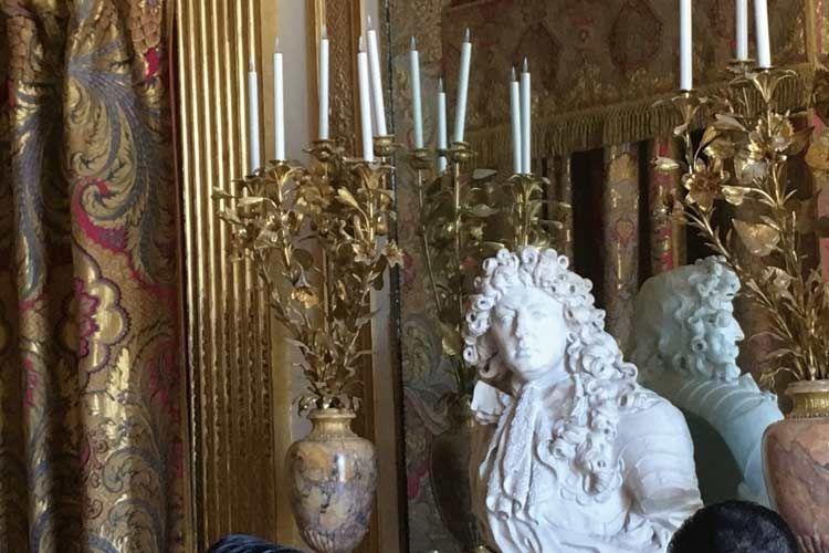 豪華絢爛なヴェルサイユ宮殿の内装