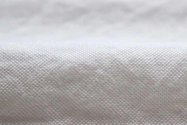平織の白いオックスフォード生地