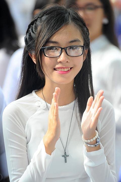 ベトナム白いアオザイ女子校生Áo dài trắng