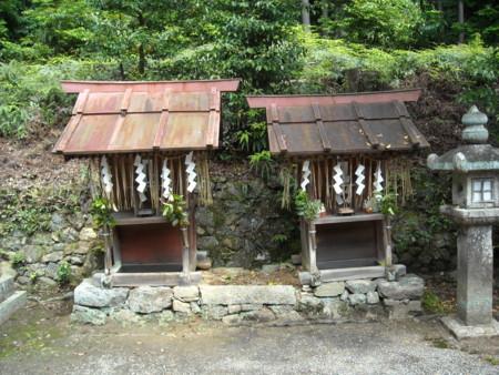 長尾天満宮 左:稲荷社 右:八幡社