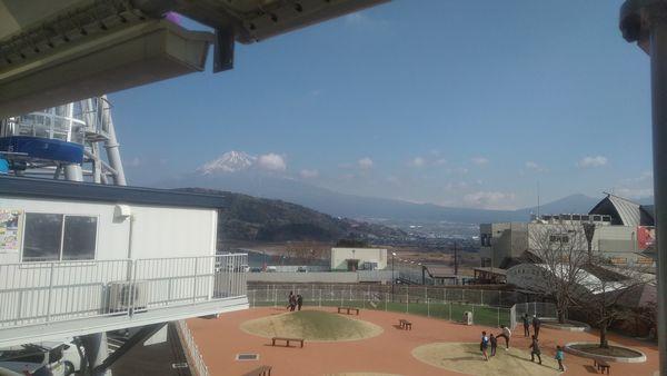 富士川楽座観覧車並ぶ