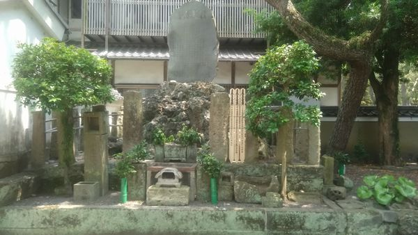 千本浜公園千本松の首塚2