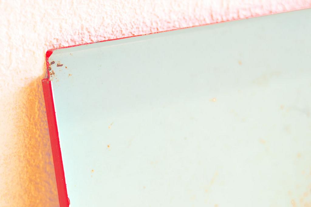 色を塗る前のレトロ棚の色