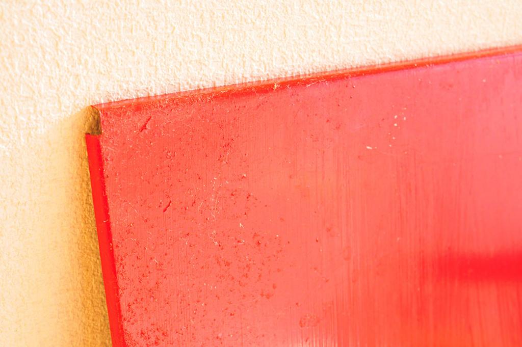 レトロ棚の棚部分を赤色に塗りました